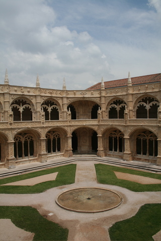 Mosteiro_dos_jeronimos_2
