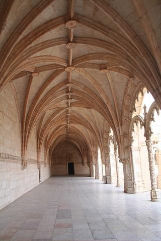 Mosteiro_dos_jeronimos_inside
